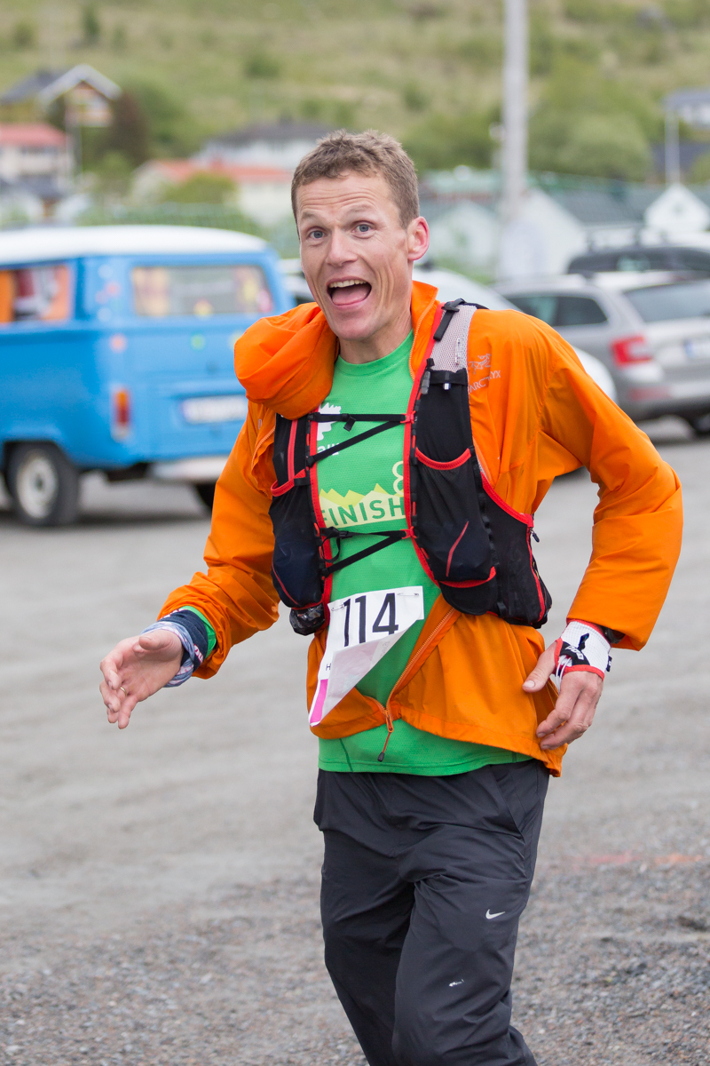 Hallvard Schjølberg gets to the check-point at Napp, during the Lofoten Ultra Trail 2016. He doesn't seem tired at all.