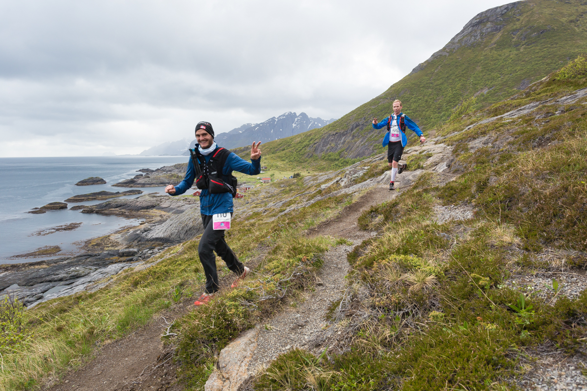 Gøran Rasmussen Åland (left) and Staffan Bengtsson seem to be in good shape on the historic fishermen's trail between Nesland and Nusfjord.