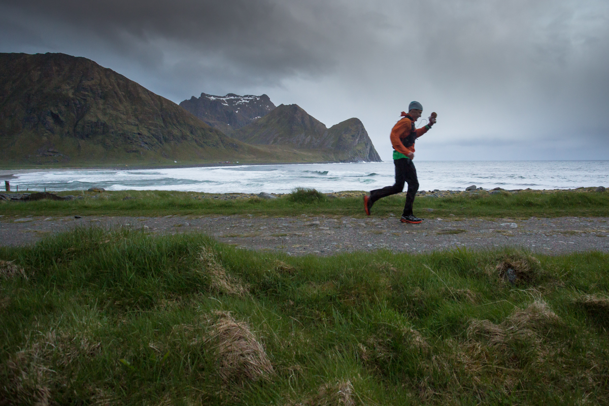 Hallvard Schjølberg has a huge advance over the other athletes when he gets to Unstad, after midnight, during the Lofoten Ultra Trail 2016 race.